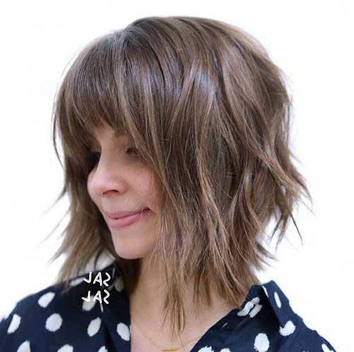 foto de corte de cabelo bob assimetrico com franja