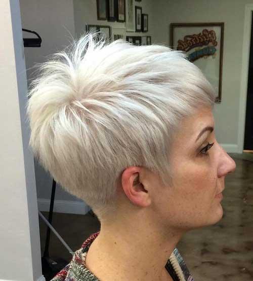 foto do instagram de cabelo loiro branco e corte pixie