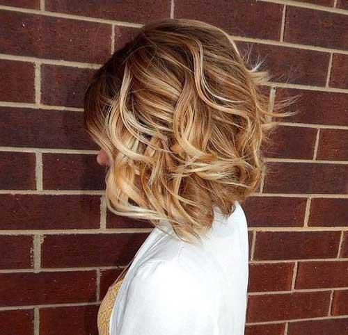 cabelo curto bob com ondas e mechas loiras