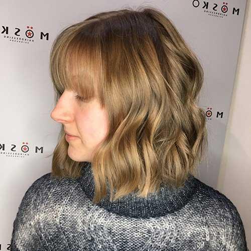 cabelo com ondas e franja bagunçado