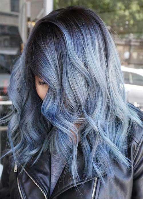 foto de cabelo tingido em tom azulado tipo jeans