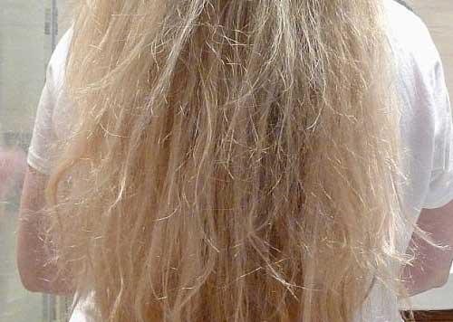 excesso de mousse deixa o cabelo danificado