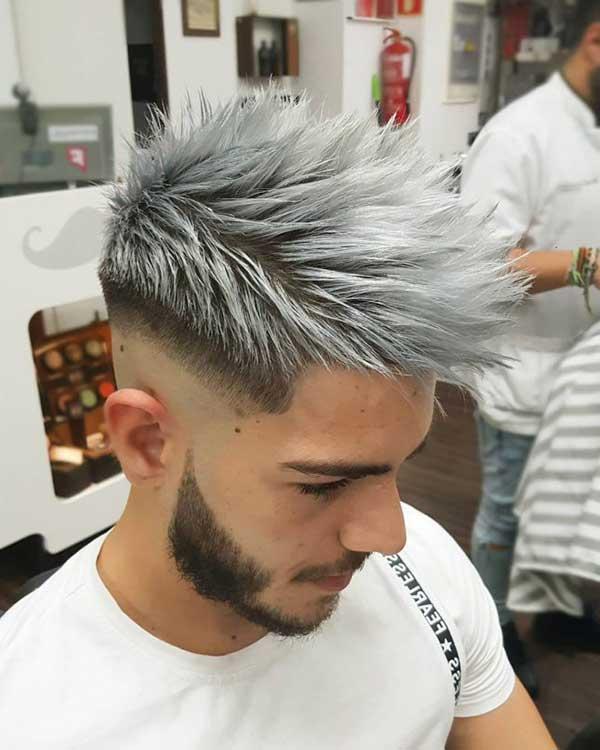 no cabelo masculino, com raiz escura