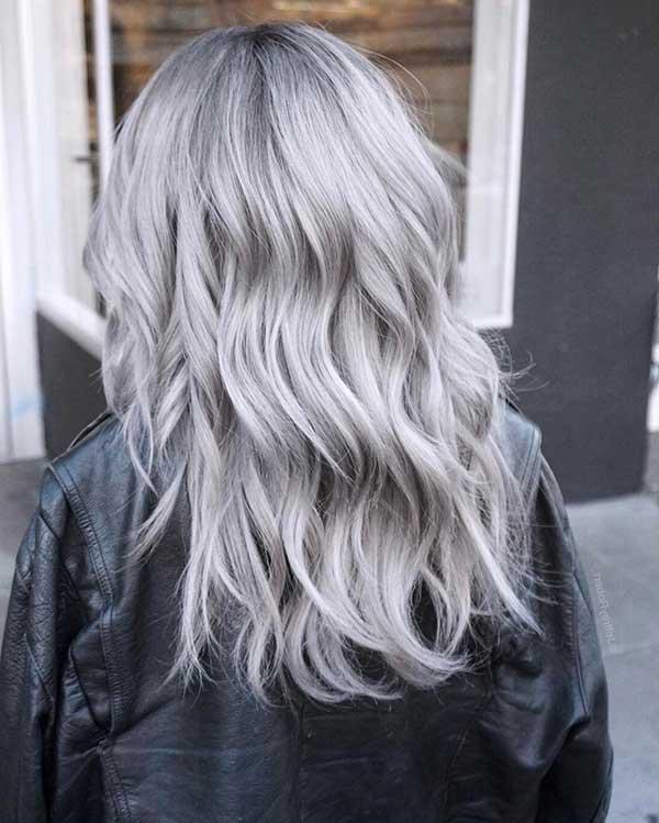 granny cabelo quase branco