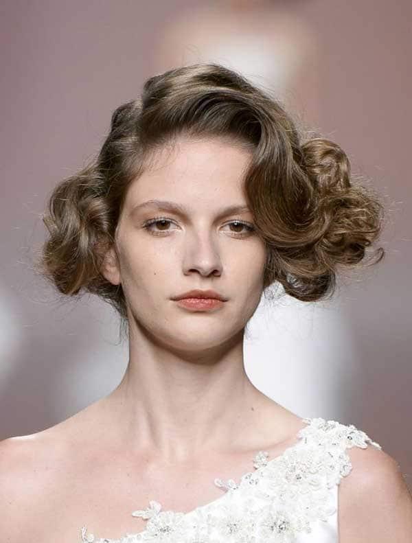 penteado texturizado com cachos no cabelo curto