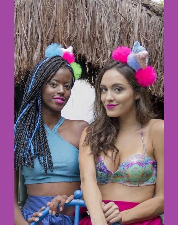 arcos com pompom colorido para usar no carnaval